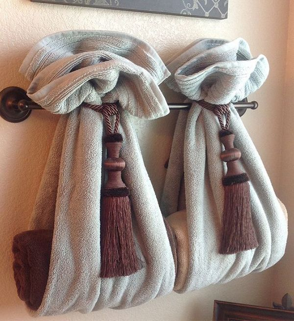 beautiful & decorative way to hang towels in bath