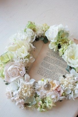 Wreath silk flowers change color that you like or even during season and holidays