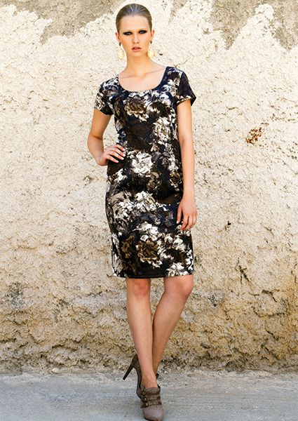 Dress elastic with print of flowers and short sleeves, embracing the beautiful feminine silhouetteDepending on the accessories that will combine you can wear it in many occasions, office or a night out