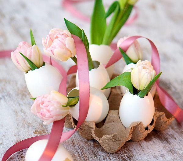 osterdeko ideen basteln eierschalen vasen tulpen eierkarton