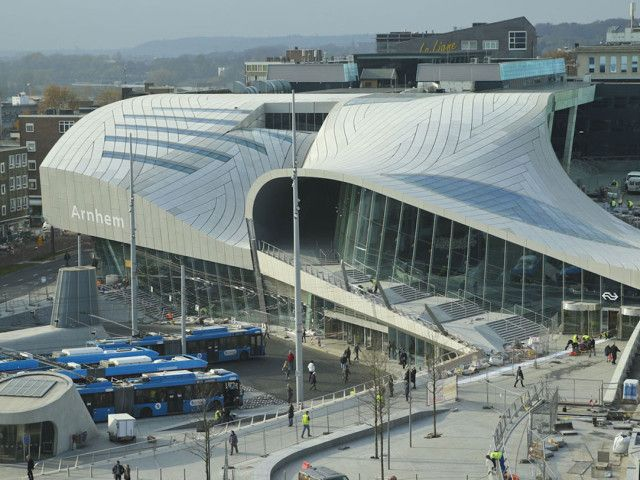 OV terminal Arnhem Glass reinforced concrete panels in flat, 2D and 3D shapes on the roof
