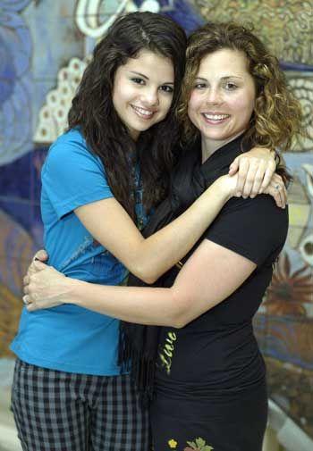 selena gomez and mom photos | Label: Selena Gomez