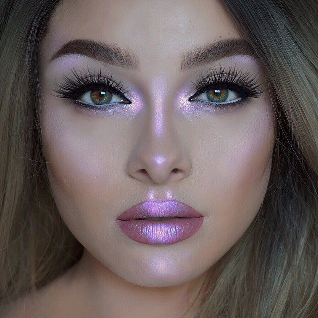 "37.5 mil curtidas, 126 comentários - Lime Crime (@limecrimemakeup) no Instagram: ""Highlighting queen @jessicarose_makeup glowing in 'Lavender' from #HILITE Blossoms, also wearing…"""