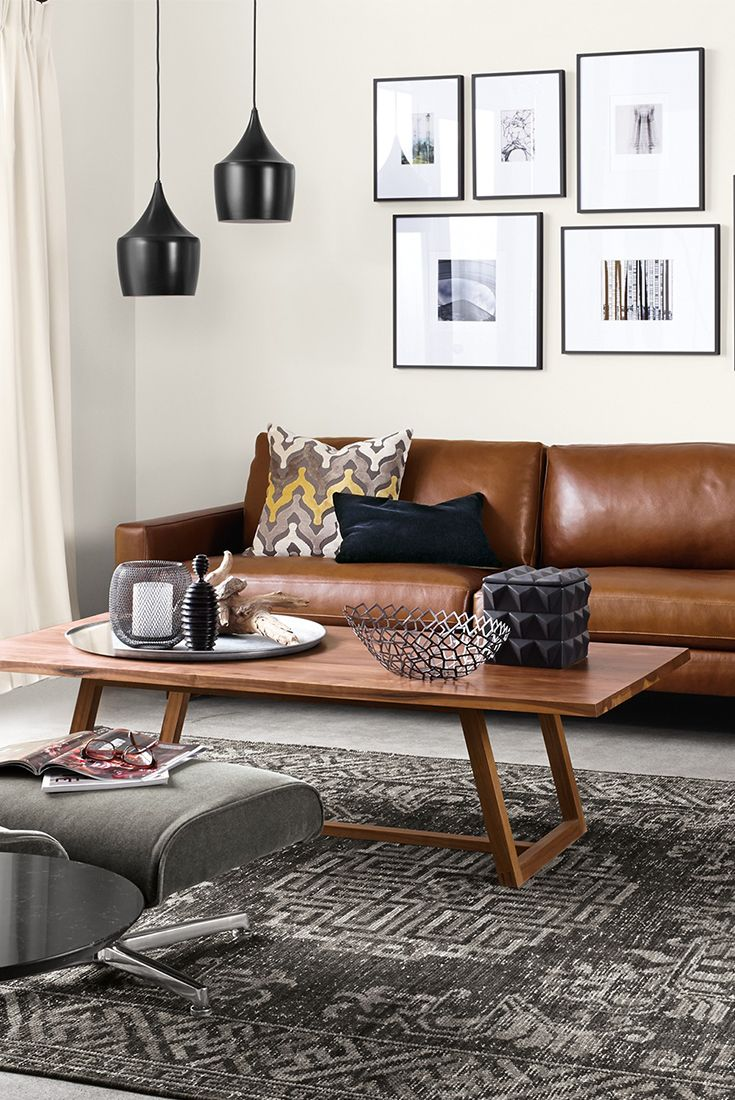 Discover modern leather sofas for your living room.