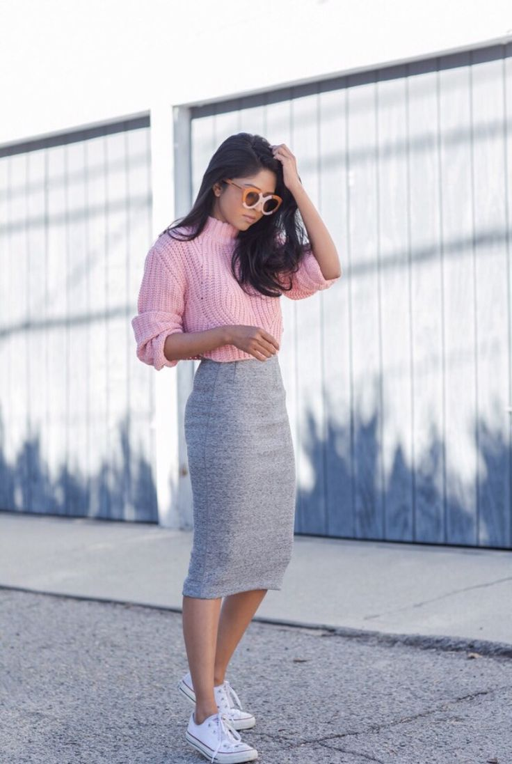 Street style Pink jumper with midi skirt