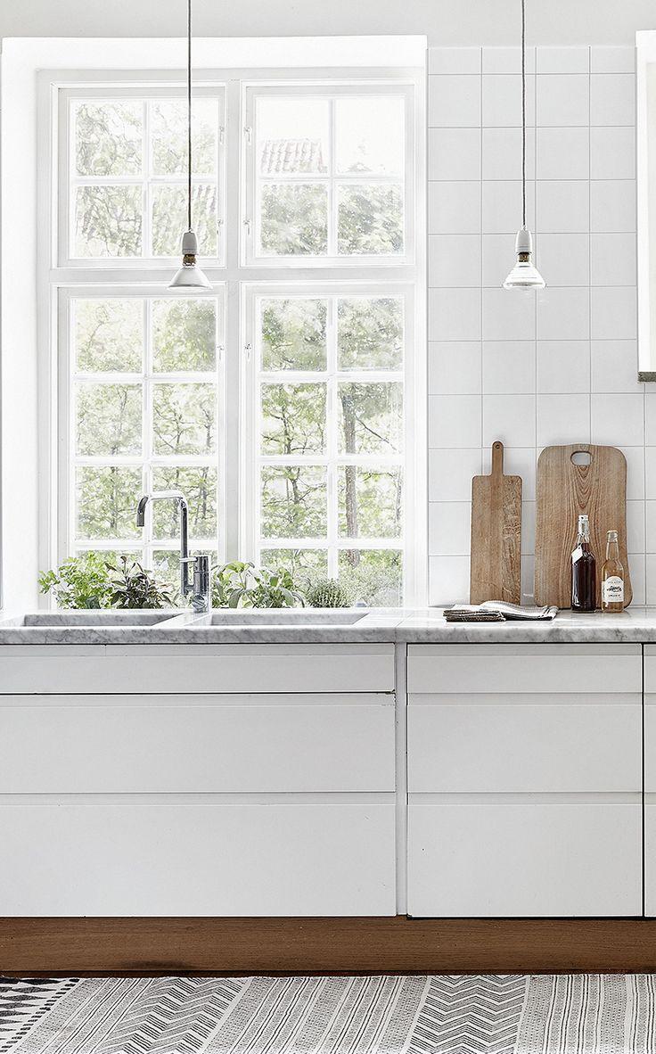 Swedish country house - via cocolapinedesign.com