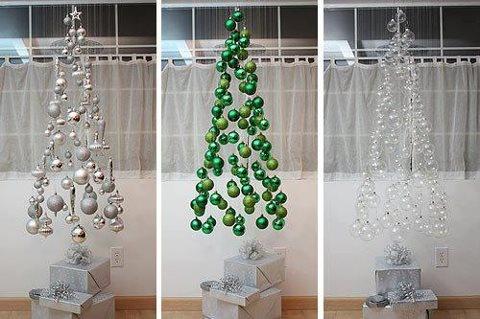 árbol de navidad flotante con pelotitas