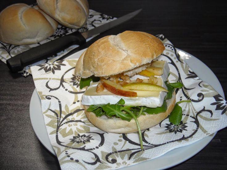 Broodje brie met honing, appel en rucola sla