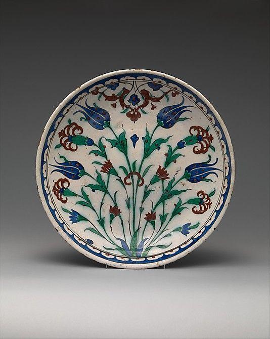 Dish Date: late 16th century Geography: Turkey, Iznik