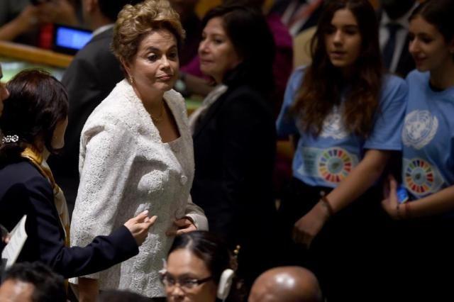 Grupos contra e pró-impeachment de Dilma fazem manifestação em frente à ONU
