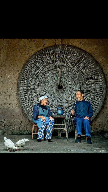La textura de la rueda de miras de los ancianos, está llena de volúmenes y de planos. Debe ser interesante tratar de recrearla en pintura.