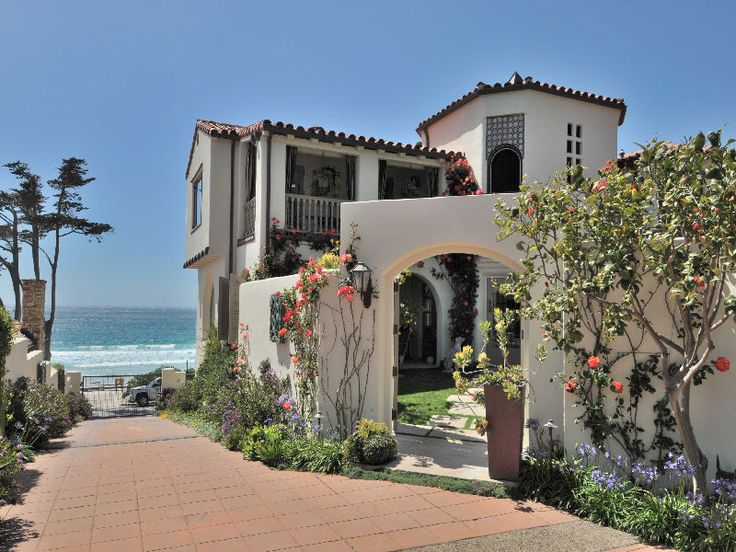 House on the beach in Carmel, CA: I want to live here and wake up to this every morning.