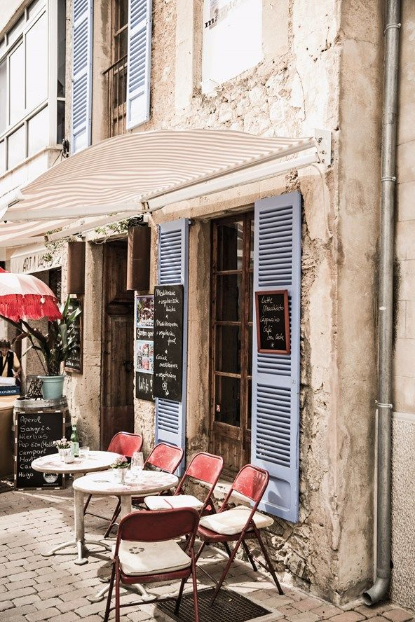 La Mar de Vins restaurant on Mallorca, Balearic Islands, Spain. Love the blue shutters and red chairs.