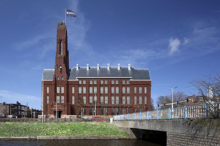 BENOORDENHOUT / RODE OLIFANT > SPACES Ooit gebouwd als Esso hoofdkantoor in Amsterdamse school stijl. Nu eigendom van Spaces, die het gebouw prachtig in ere herstelde. In de Rode Olifant worden afzonderlijke kantoorruimten verhuurt aan kleine bedrijven. Adres: Zuid Hollandlaan 7