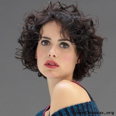 http://www.coupe-cheveux.org/photos/femme-cheveux-mi-longs-150.jpg