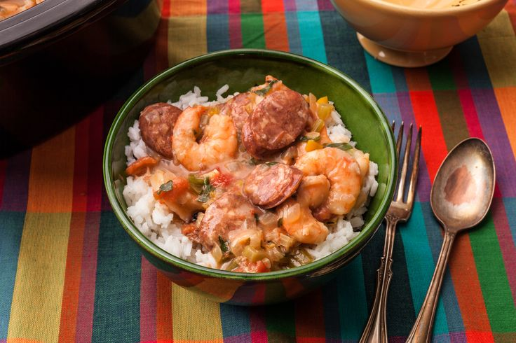 An easy recipe for slow cooker shrimp gumbo. You will need fresh shrimp, andouille sausage, canned tomatoes, onion, green bell pepper, celery, and garlic.