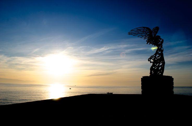 Another gorgeous Sicilian sunrise. Experience it for yourself!  #experiencetaormina #sicilylifestyle #taormina #sicily #shotinsicily #taorminaismylove #sicilyismylove #instasicily #ig_sicily #sicilytravel #expo2015 #lovingsicily #thisissicily #TIS #giardininaxos