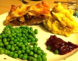 Hartige strudel met kip, cranberry, peer en noten