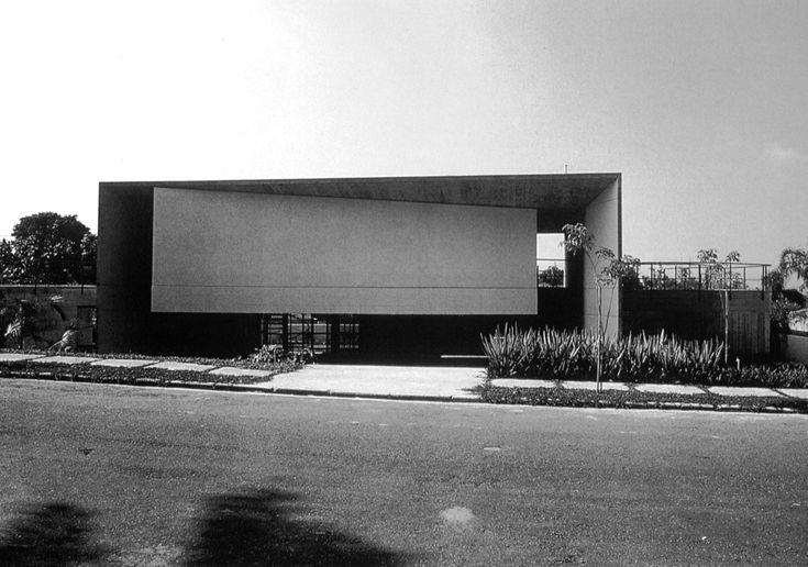 Antônio Junquiera House, São Paulo, Brazil, 1976-80. (Paolo Mendes da Rocha)