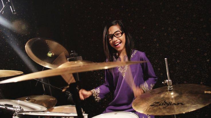 Dayangku Intan Senandung Hari Raya Untukmu - Drum Cover by Nur Amira Sya...