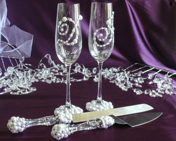 Personalized pearl and crystal wedding champagne glasses for Decoration fiancaille