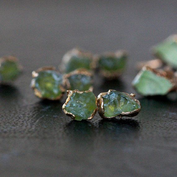 peridot studs / raw peridot earrings / green от DANIBARBEshop