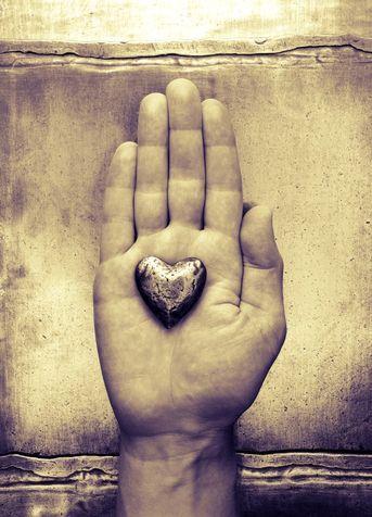 «Nessuno nasce odiando i propri simili a causa della razza, della religione o della classe alla quale appartengono. Gli uomini imparano a odiare, e se possono imparare a odiare, possono anche imparare ad amare, perché l'amore, per il cuore umano, è più naturale dell'odio».