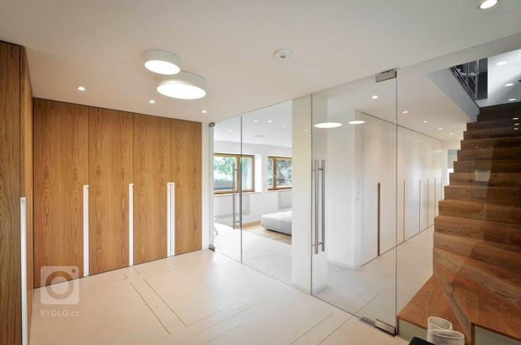 úložný prostor vstupní části domu