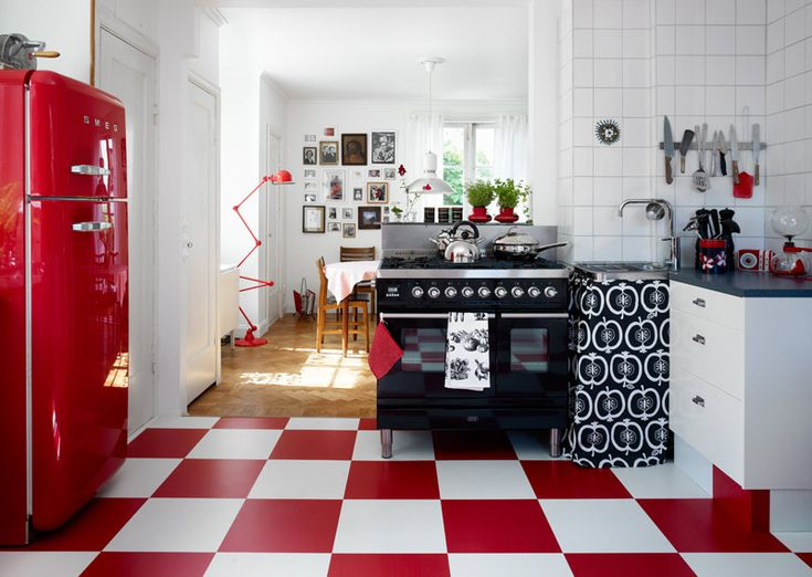 I'm not usually a fan of red, black and white #kitchen but... | desiretoinspire.net - Anna Cardellextra