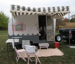 Wandering Wisconsin: Cool Vintage Trailer Rally / Canned Ham Camper