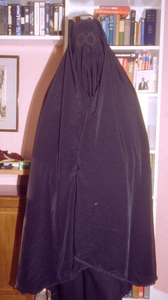 how to put on a burqa