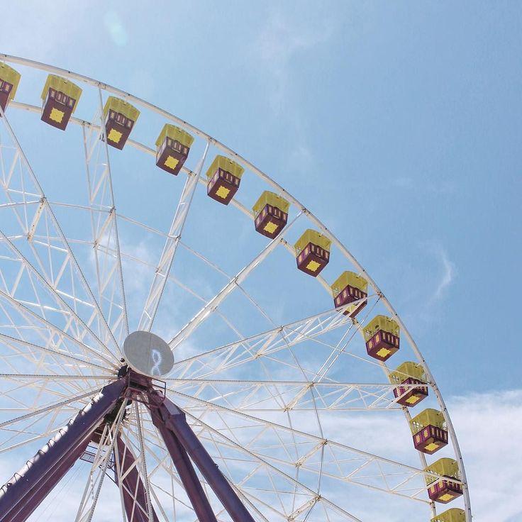 맥도날드 감튀가 하늘에   #geelong #geelongwaterfront #melbourne #bigwheel #amusementpark #instatravel #beach #summer #sky #trip #travel #dailylife #VSCOcam #igmelbourne #melbourneiloveyou #instasky #holidays #멜버른여행 #호주여행 #질롱비치 #여행스타그램 #풍경스타그램 #하늘스타그램 by iamsoljeon http://ift.tt/1JtS0vo