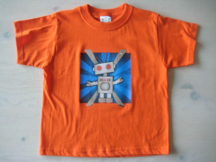 Oranje t-shirt met full color opdruk robot, details met zilver folie bedrukt, design by Kaatje Tomaatje/ gedrukt in eigen studio