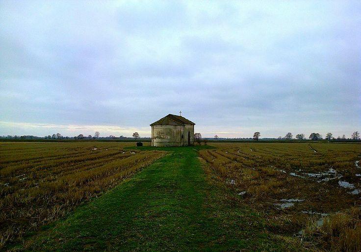 Il #sacro visto tra le #risaie. (Pic: Scila Mazzoleri) #storia #campagna #Lomellina #turismo