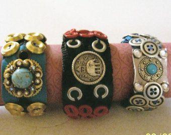 Pulseras hechas a mano de diseño estiramiento botones por Luvstuff