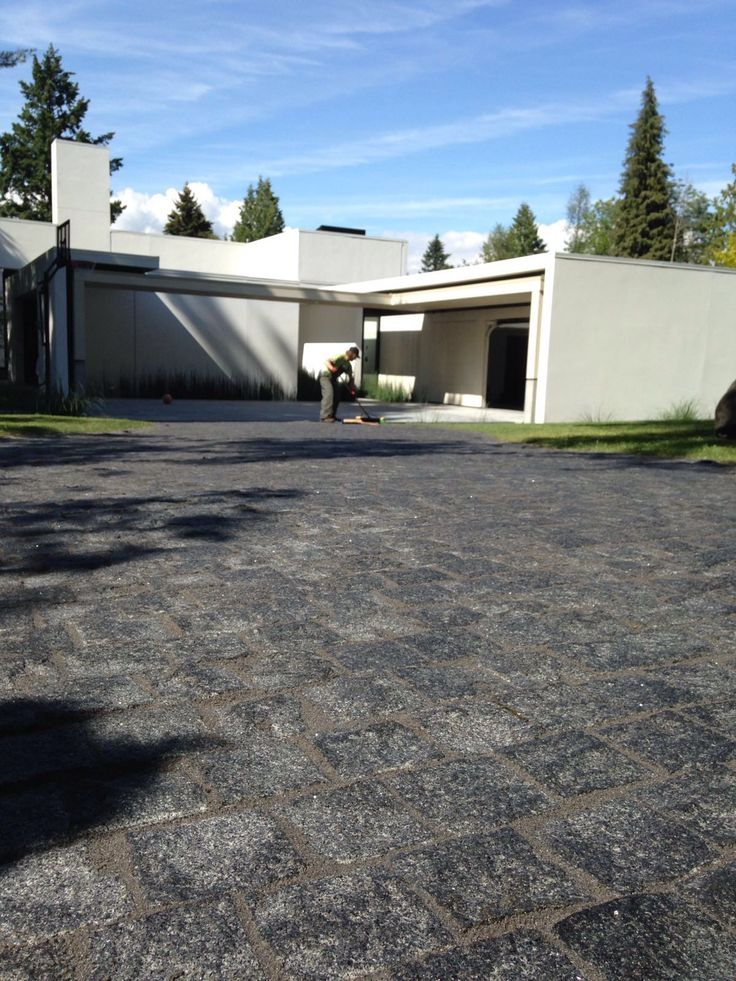Grey Granite Cobbles with Romex Jointing http://romexcanadawest.com/