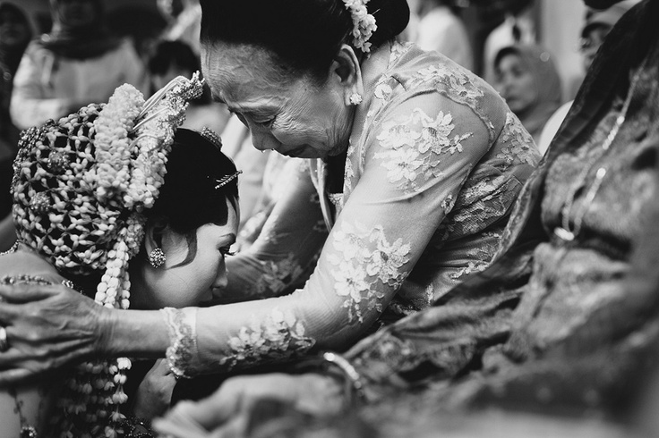 The Indonesian bride and her mom (parents) on her wedding day, the most emotional moment. Photo by Jeff O'Neal from Poetih Photography, Jakarta, Indonesia.
