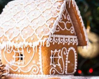 Maison en pain d'épices pour Noël : http://www.fourchette-et-bikini.fr/recettes/recettes-minceur/maison-en-pain-depices-pour-noel.html