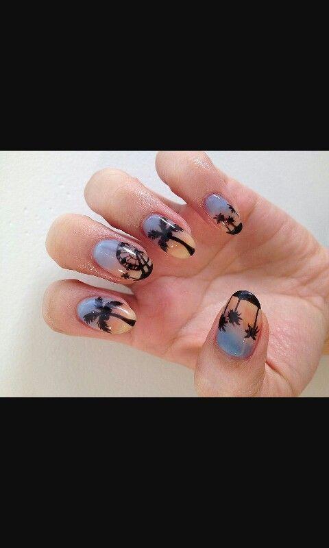 Splendida nail art...e anche estiva! ! Wow!!!!