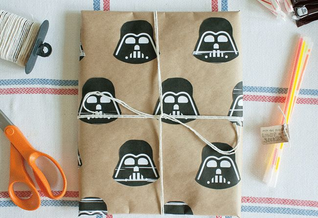 Star Wars gift wrapping DIY! #starwars #diy