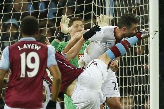 Damien Delaney (Crystal Palace) à l'oeuvre, face à Aston Villa - Action Images via Reuters / Andrew Boyers