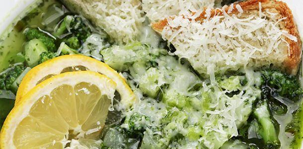 Supa de gulii cu broccoli, leurda si parmezan.