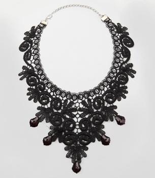 gypsy woman necklace $14 via fredflare.com