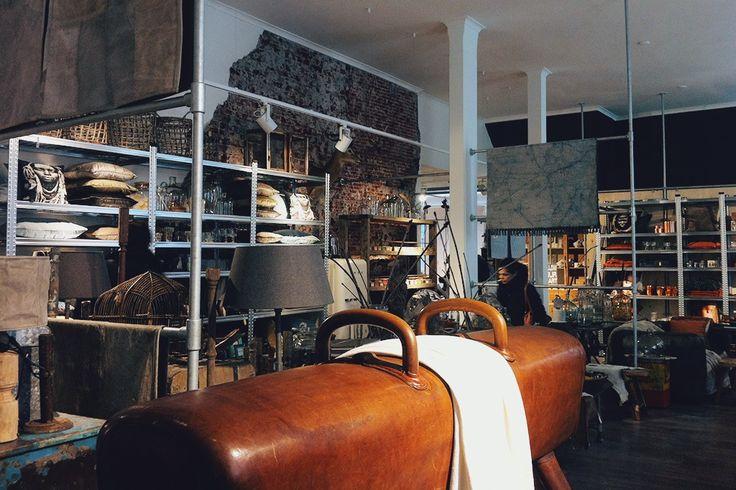 Laif &Nuver is een winkel in lifestyle artikelen en woonaccessoires met een eigenwijze visie. Door constant te vernieuwen en het mixen van stijlen worden bezoekers geprikkeld. Zo wordt Laif en Nuver een bijzondere inspirerende winkelervaring. Met steeds wisselende collecties van Deense en Zweedse merken en een eigen label weet deze winkel constant te verrassen. Vismark 40, Groningen