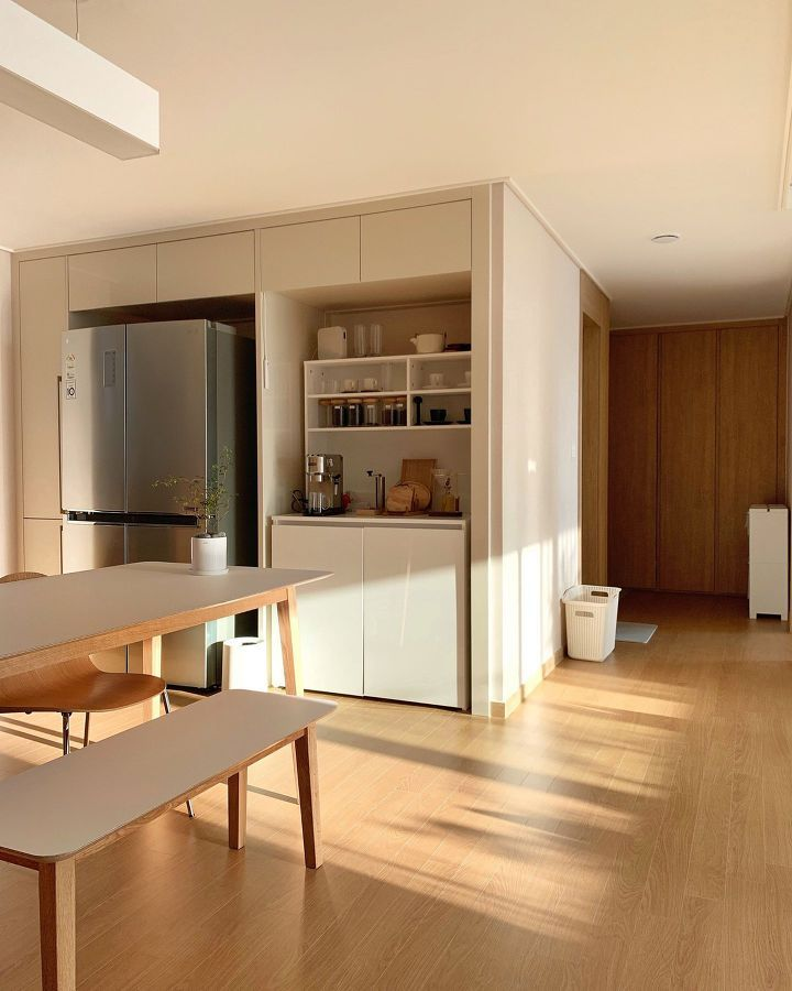 김치냉장고 자리에 홈바를 화이트 오크가 매력적인 신혼집 인테리어 1boon 2020 집 꾸미기 인테리어 작은 거실 디자인