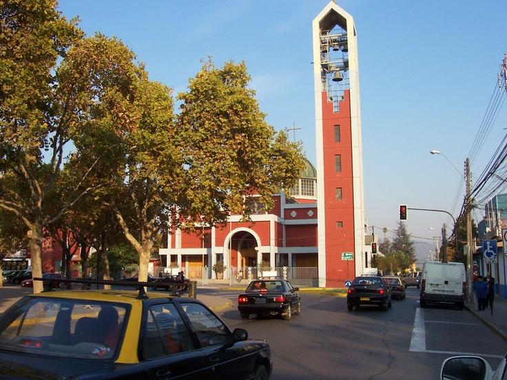 Fotos en la Plaza de Armas de Melipilla- Chile. El campanario de la catedral.