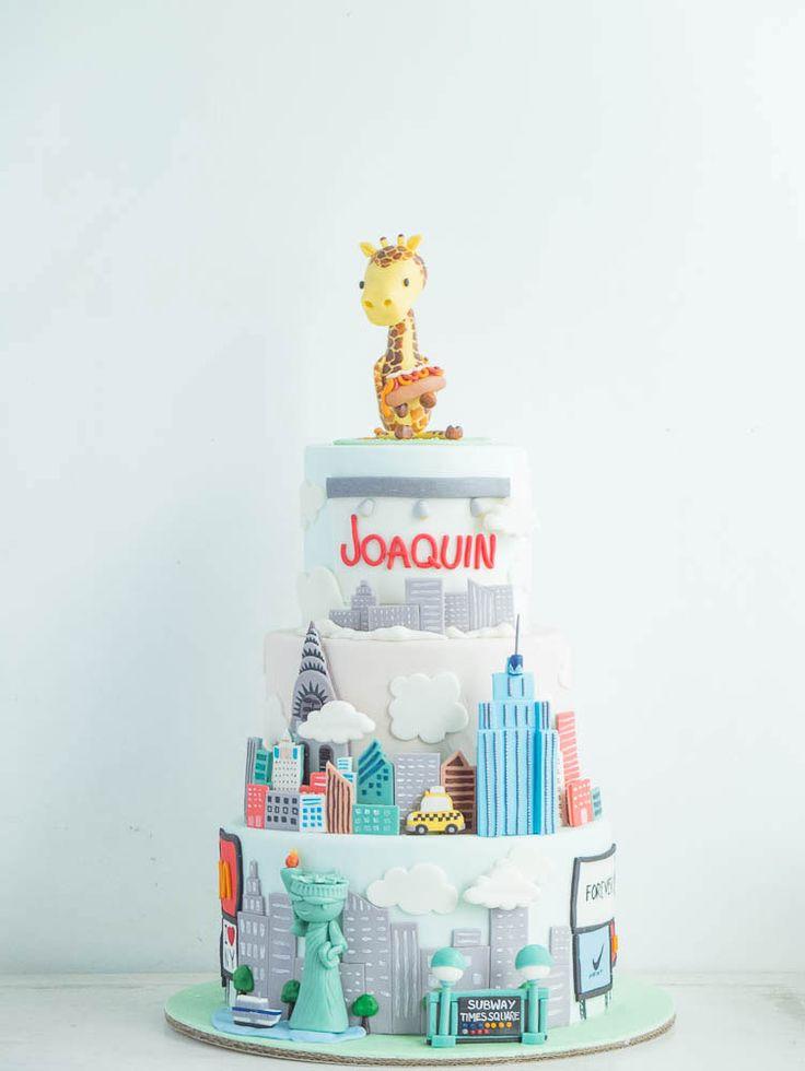 cottontail cake studio | New York Themed Cake | Giraffe | City | Statue of Liberty