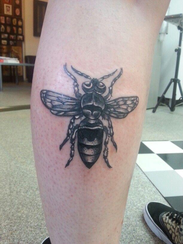 #bee #redwolftattoo #tattoo #beetattoo