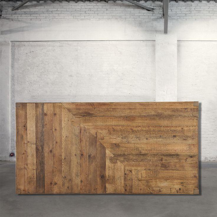 Tavolo Dimensioni HxLxP (cm) 79x181x91 Descrizione Tavolo realizzato in legno vecchio riciclato.