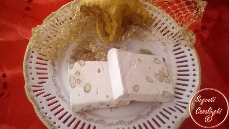 dolci,torrone bianco,ricette natalizie,torrone frutta secca,torrone bianco ricetta natalizia,ricetta torrone con mandorle,torrone zucchero e mandorle,
